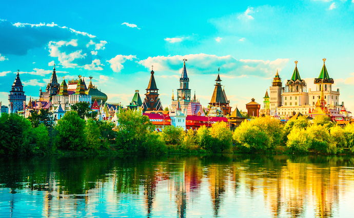 Beautiful landscape with Izmaylovo Kremlin behind river and lush greenery, Moscow, Russi_shutterstock_223589911