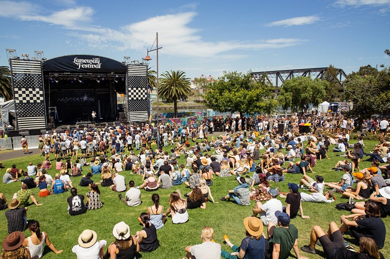 Find fights to the Melbourne Laneway festival