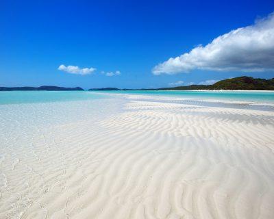 Whitsunday Island Beach | Shutterstock – Tanya Puntti