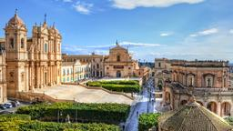 Noto hotels near Cathedral of Noto