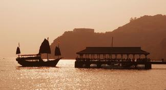 Welcome to Hong Kong: Private Tour with a Local