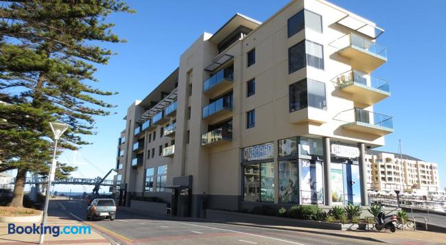 Lights Landing Apartments - Glenelg - Building