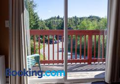 Reef Point Cottages - Ucluelet - Balcony
