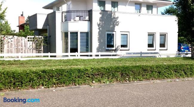 B&B Het Witte Huis - Almere - Building