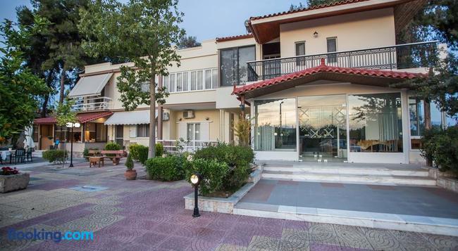 Vasilios Marinos Rooms - Archea Korinthos - Building
