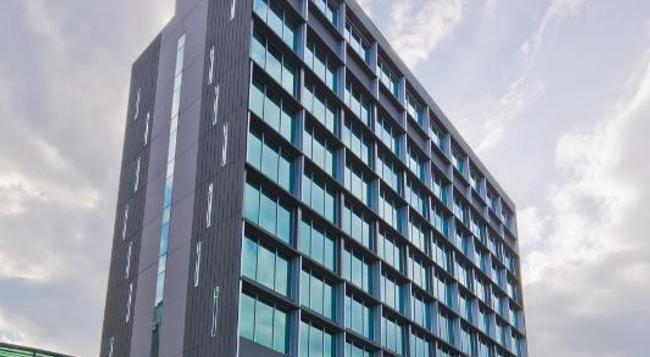 Park Avenue Changi - Singapore - Building