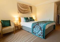 De Vere Cotswold Water Park - Cirencester - Bedroom