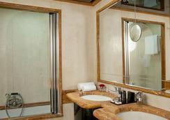 Valadier Hotel - Rome - Bedroom