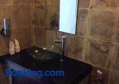 Meisya Cottage - Pemenang - Bathroom