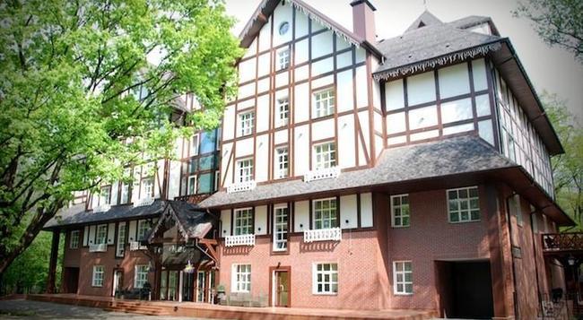 Park-Hotel Golosievo - Kiev - Building