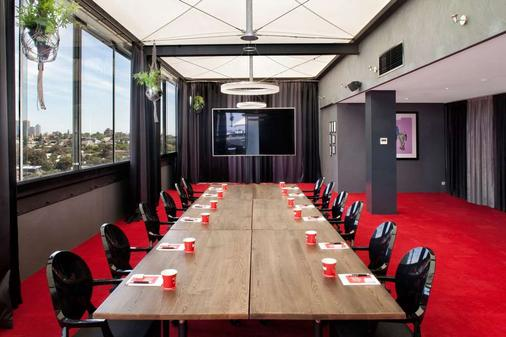 Art Series - The Cullen - Melbourne - Meeting room