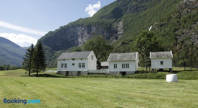 Brekke Gard Hostel - Flåm - Building