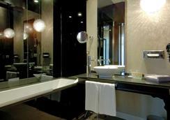 Vincci Palace - Valencia - Bathroom