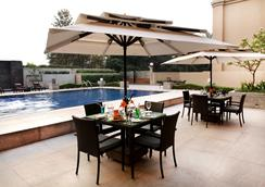 The Metropolitan Hotel and Spa New Delhi - New Delhi - Pool