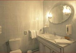Citotel Le Chantry - Bordeaux - Bathroom
