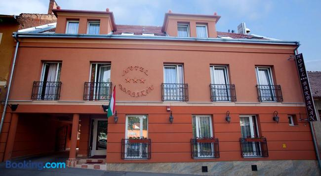 Hotel Barbakán - Pecs - Building