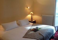 Grand Hotel De La Poste - Saint-Jean-de-Luz - Bedroom