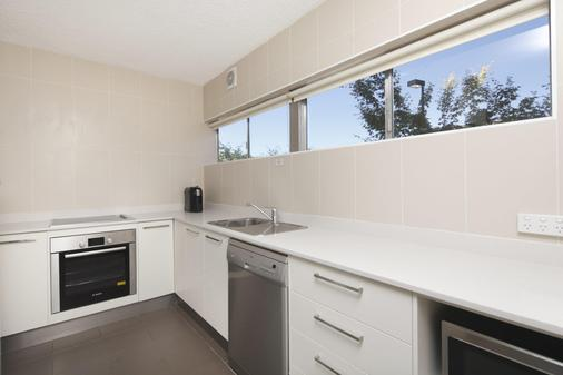 Forrest Hotel and Apartments - Canberra - Kitchen