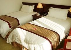 Shanghai Airlines Travel Hotel - Shanghai - Bedroom