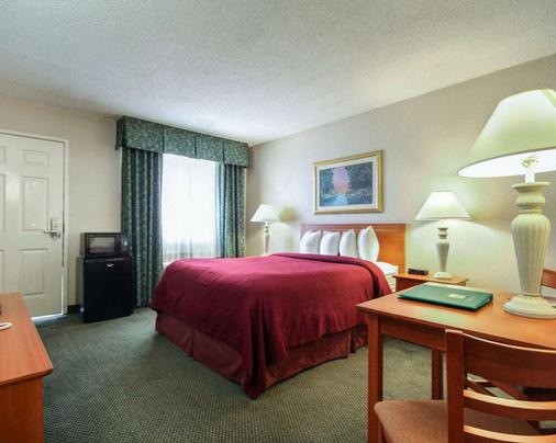 Quality Inn Airport East - El Paso - Bedroom