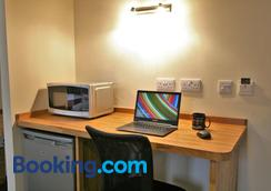 Central Hotel Gloucester by Roomsbooked - Gloucester - Business centre