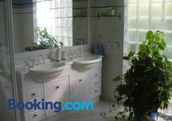 The Lookout - Penneshaw - Bathroom