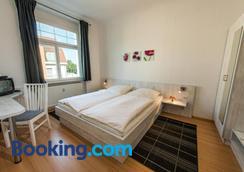 City Hotel - Eisenach - Bedroom