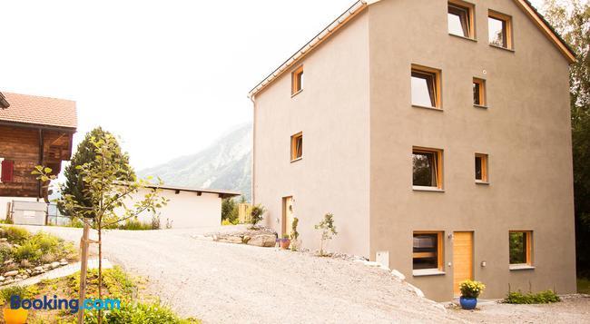 Nangijala Guest House - Disentis - Building