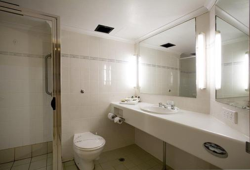 Capital Executive Apartment Hotel - Canberra - Bathroom