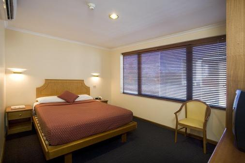 Capital Executive Apartment Hotel - Canberra - Bedroom