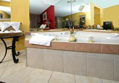 Americas Best Value Inn - Nashville - Bathroom