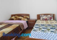 Peter's Guest House - Sighnaghi - Bedroom