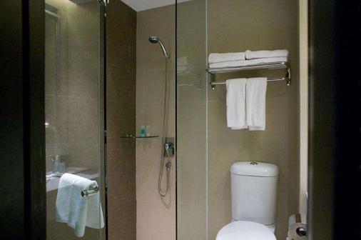 Peninsula Excelsior Hotel - Singapore - Bathroom