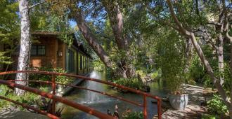 Dinah's Garden Hotel - Palo Alto - Building