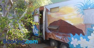 Alice's Secret Travellers Inn - Alice Springs - Building