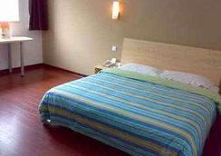 Super 8 Hotel Chongqing Shi Qiao Pu - Chongqing - Bedroom