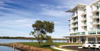 Ramada Hotel & Suites Ballina Byron - Ballina - Building
