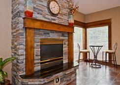 Best Western Plus Prairie Inn - Albany - Lobby
