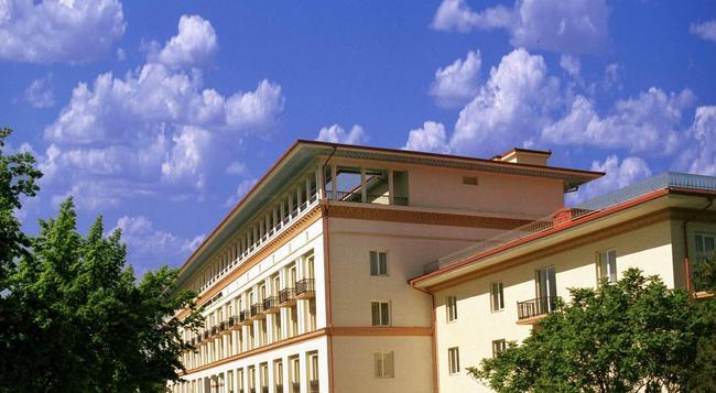 Lotte City Hotel Tashkent Palace - Tashkent - Building