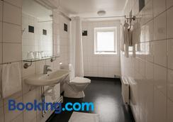 Slottshotellet Budget Accommodation - Kalmar - Bathroom