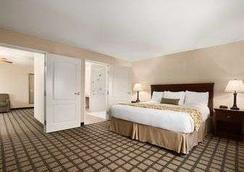 Baymont Inn & Suites Odessa - Odessa - Bedroom