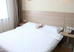 Super 8 Hotel Beijing Gu Lou - Beijing - Bedroom