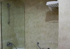 Silken Coliseum - Santander - Bathroom