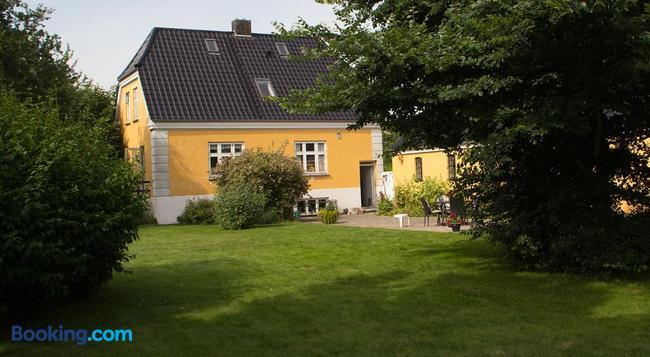 Murermester Madsens Villa - Otterup - Building