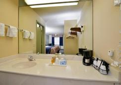 Americas Best Value Inn-Houston/Hobby Airport - Houston - Bathroom
