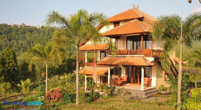 Lesong Hotel And Restaurant - Munduk - Building