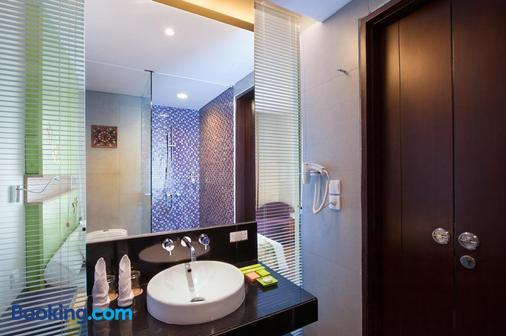 Ibis Styles Bali Denpasar - Denpasar - Bathroom