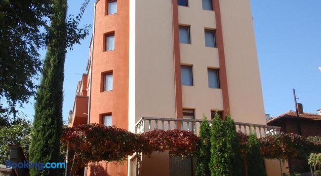 Family Hotel Saint Iliya - Burgas - Building