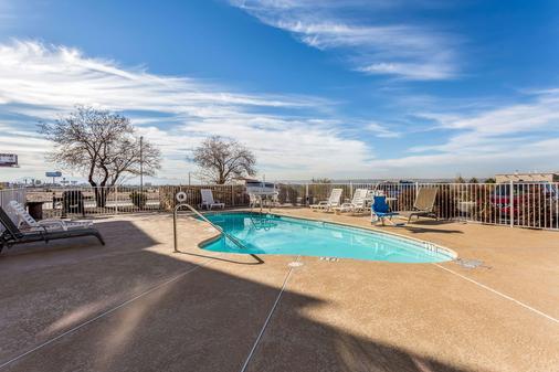 Quality Inn and Suites El Paso - El Paso - Pool