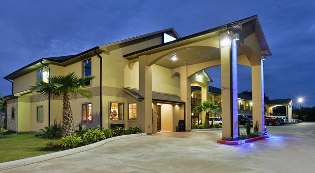 Americas Best Value Inn & Suites Lake Charles - Lake Charles - Building